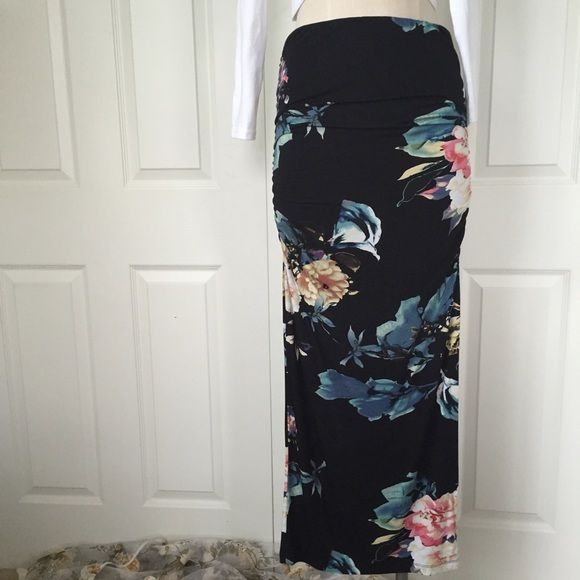 """☀️SALE☀️  NWOT: Shirred Floral Maxi Skirt NWOT: black & floral; side split; shirred side; approx 41"""" long; no flaws; SALE PRICE FIRM Buffalo Skirts Maxi"""