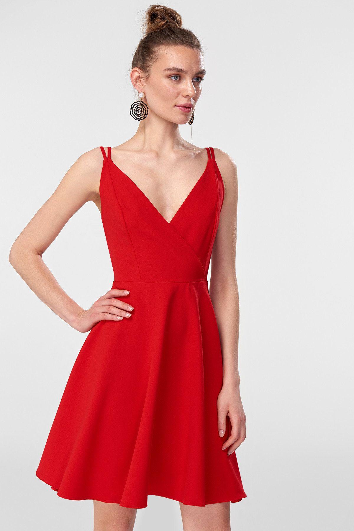Kirmizi Cift Aski Detayli Elbise Trendyolmilla Trendyol Resmi Elbise Elbise Moda Stilleri