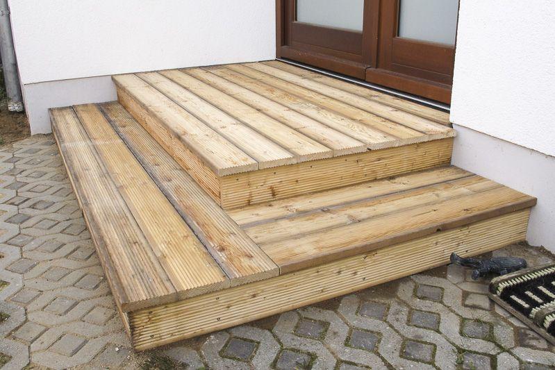 Holzpodest Fur Eingangstur Selbst Bauen Holzterasse Holzterrasse Aussentreppe Holz Holztreppe Selber Bauen
