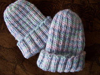Bev's Baby Ribs Hat pattern by Beverly A. Qualheim #premiebabyhats Ribbed hat for newborns and preemies knitted in sport weight yarn. Less than one skein is required. #premiebabyhats