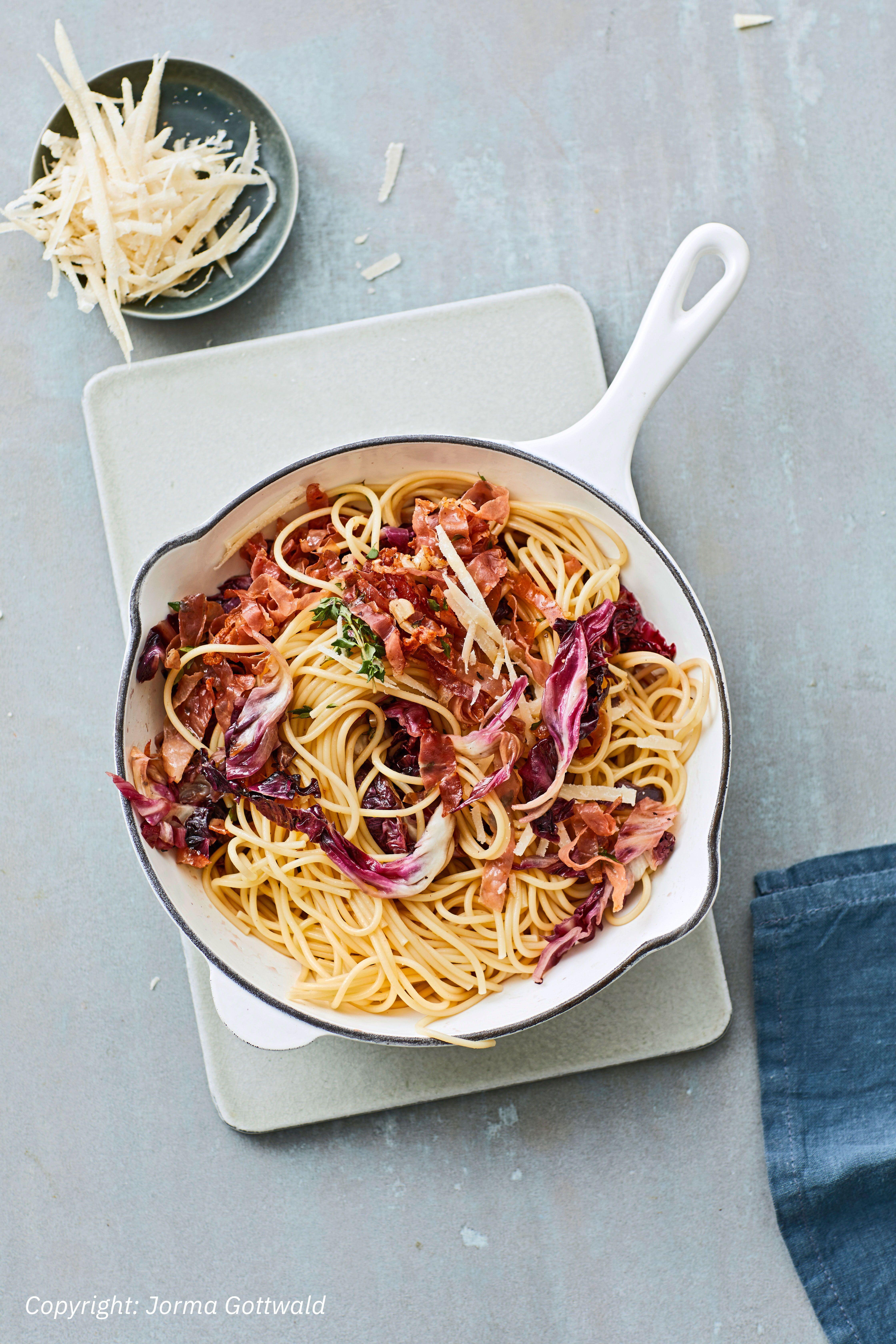 Pasta mit Radicchio und Prosciutto | Rezept | food | Rezepte ...