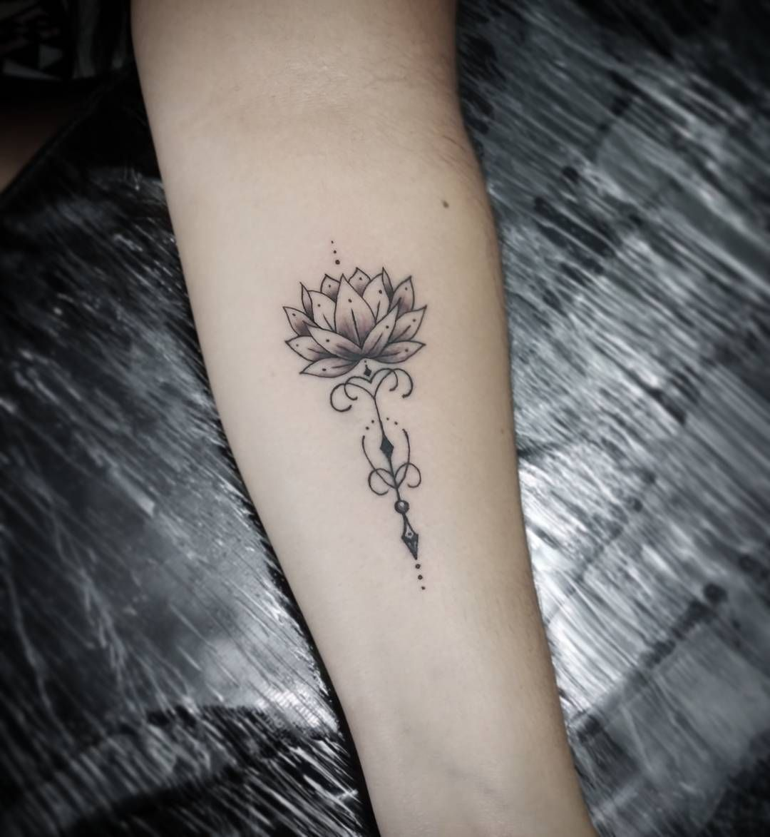 73 Likes 2 Comments Desiree John Miss Desijohn On Instagram So Proud Of My New Tattoo The Spiral M Tatuagens Tatuagem Flor De Lotus Mulheres Tatuadas