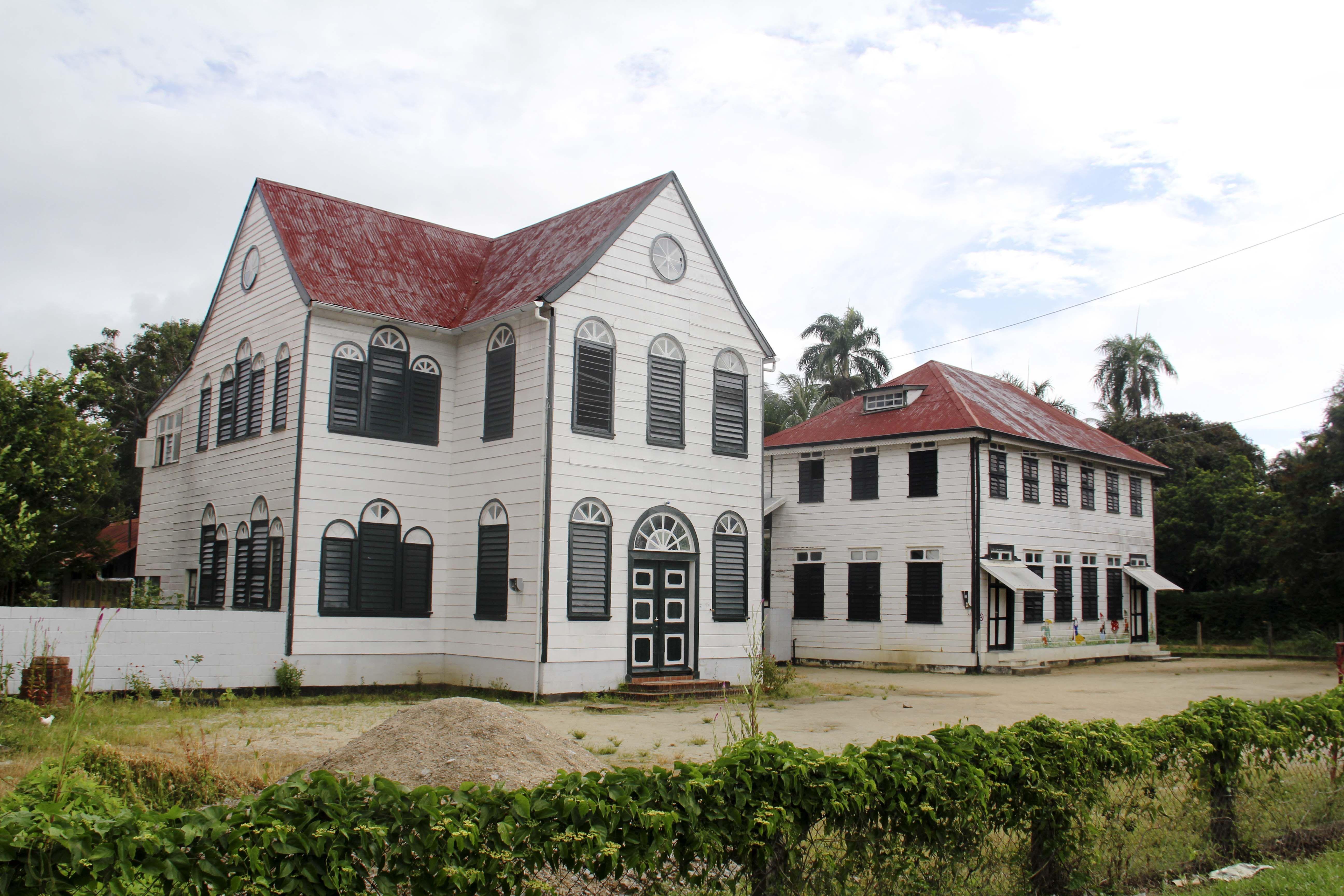 Wonderbaar Er zijn in Suriname nog veel oude huizen te vinden en LG-87