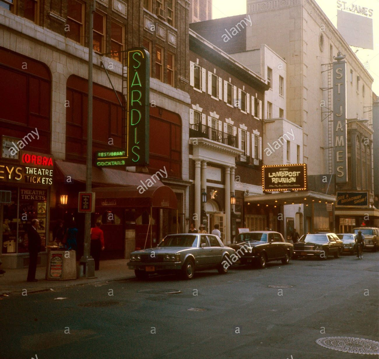 Broadway marquee Lamppost Reunion Little Theatre   Theatre Marquees ...
