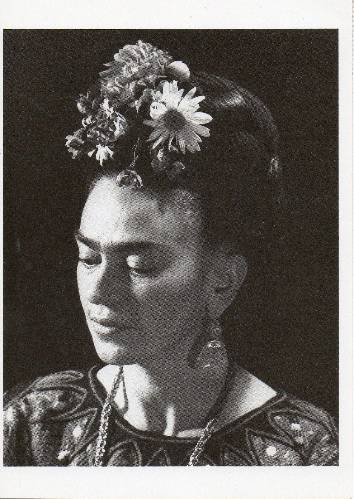 Vintage everyday 40 black and white portraits of frida kahlo from between the 1930s and 1940s