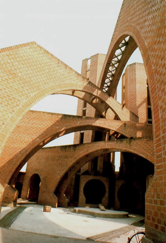 Vista Del Patio, Parroquia De Nuestra Señora Del Perpetuo Socorro, Calle  Francisco I.