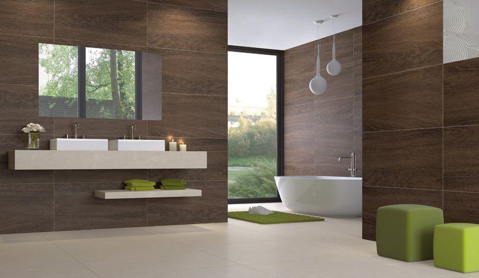 Moderne badkamer met houtlook keramisch parket wandtegels en de