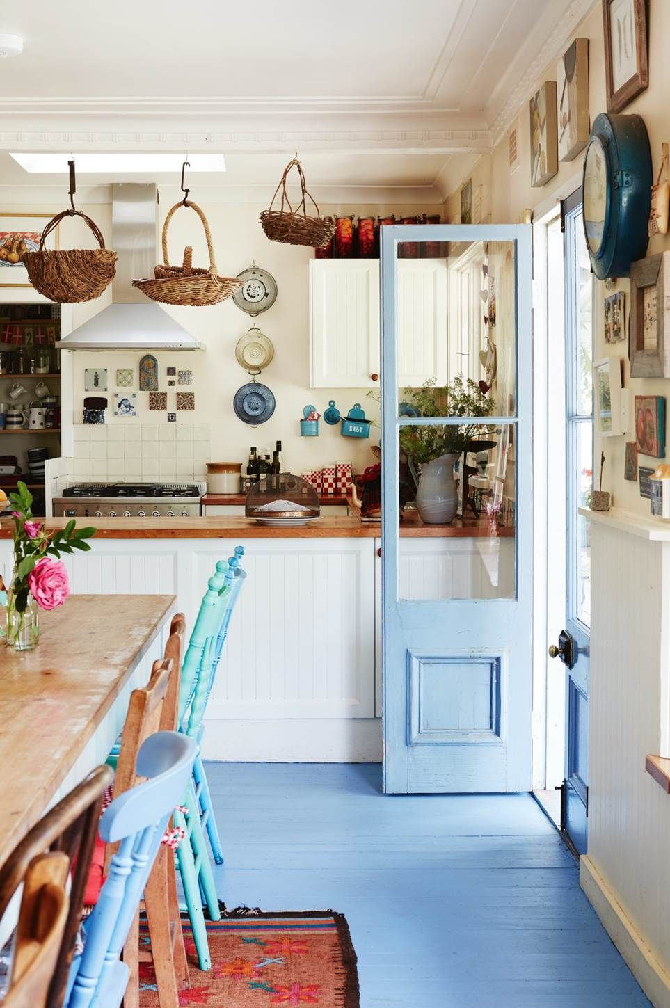 Country kitchens emanate warmth and homeliness. Be inspired to create the rural kitchen of your dreams with our gallery of 20 kitchens from Country Style magazine. Dont forget to add some antique crockery, silverware and a vase of freshly picked flowers to complete the look!