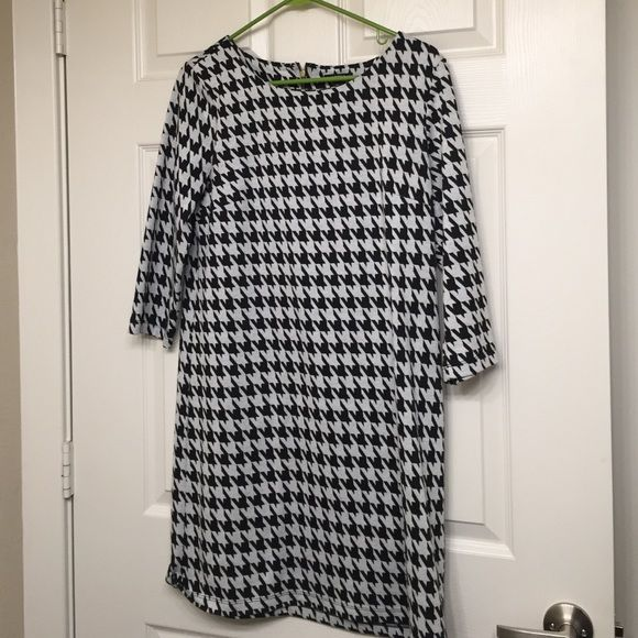 Apt 9- houndstooth dress with back zipper Thick houndstooth dress ready to wear for winter! Apt. 9 Dresses Long Sleeve