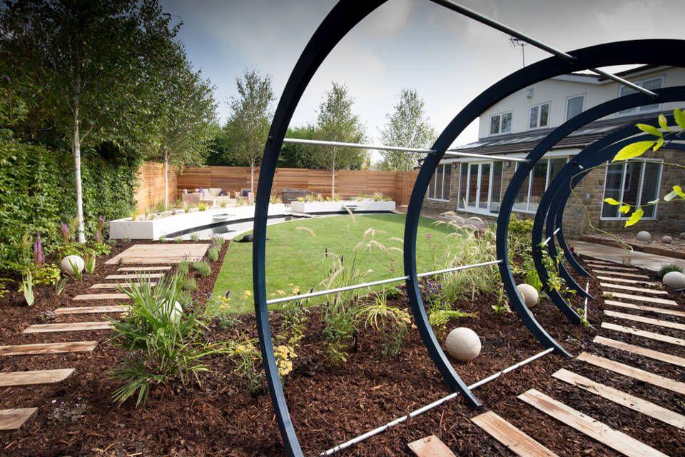 Cool but funky, contempoary garden modern garden by ...