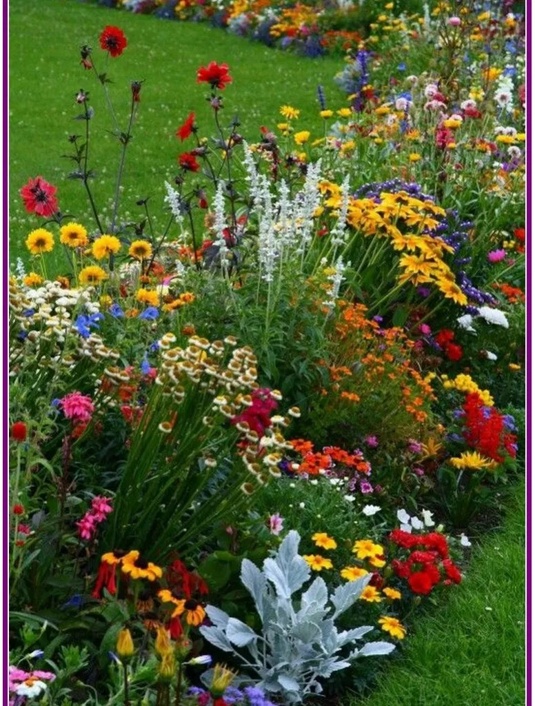 28 Flowers Garden Ideas For Backyards That Make Your Home Fresh