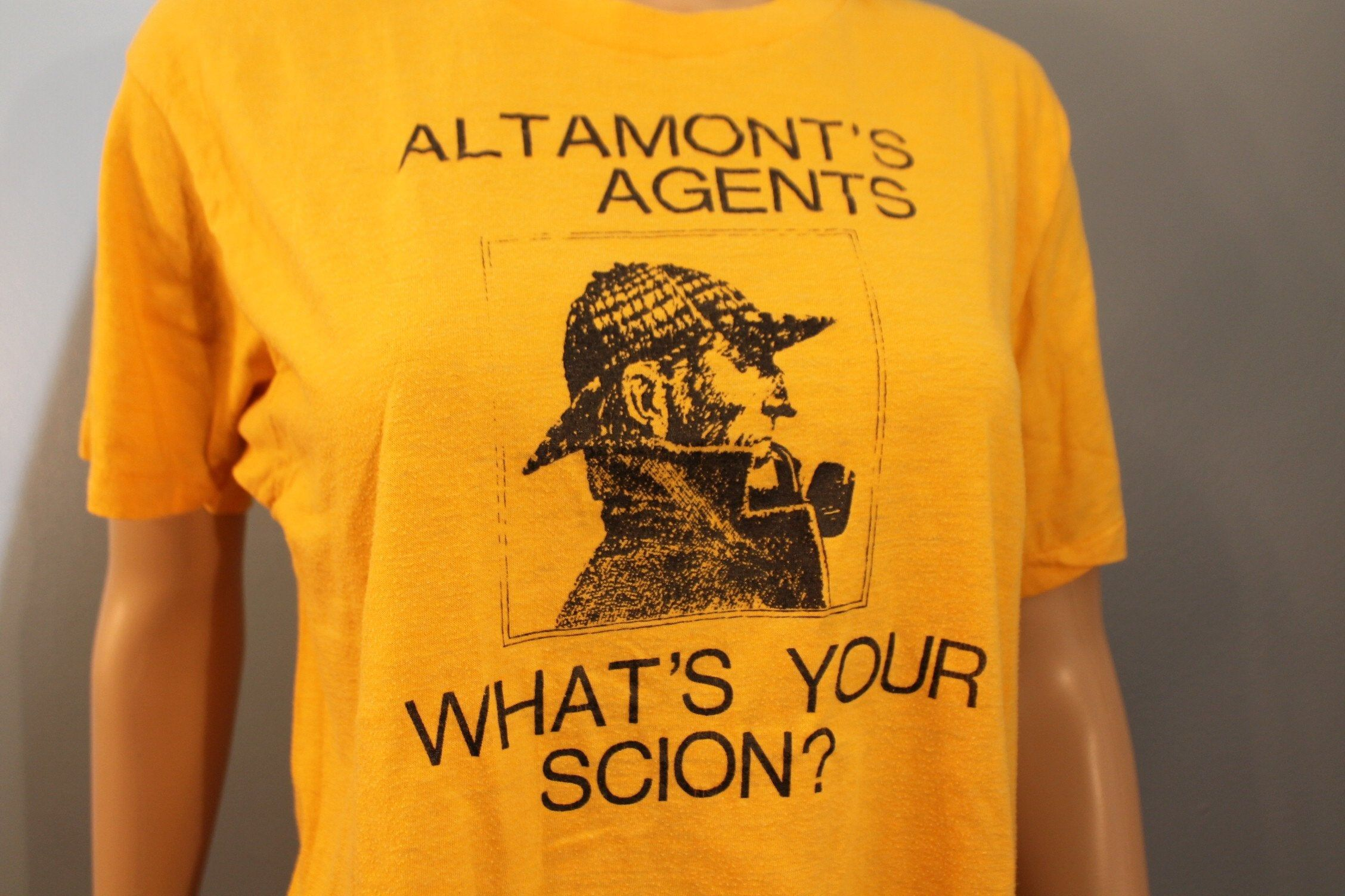 Vintage 1970s Altamonts Agents Whats Your Scion? Sherlock Holmes Yellow Custom Graphic T-Shirt