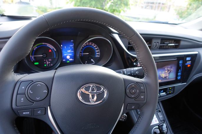 2016 Toyota Auris Hybrid Cockpit Toyota Auris Hybridcars