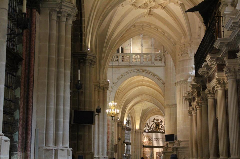 Interior Catedral de Burgos  por Charo Moreno Borro