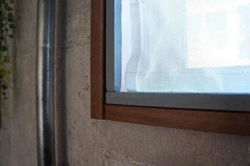 原状回復okな窓枠を簡単diy ダイソーのすきまテープを使えば取り外しがラクなのにぴっちりハマる Limia リミア 窓枠 内窓 Diy 内窓
