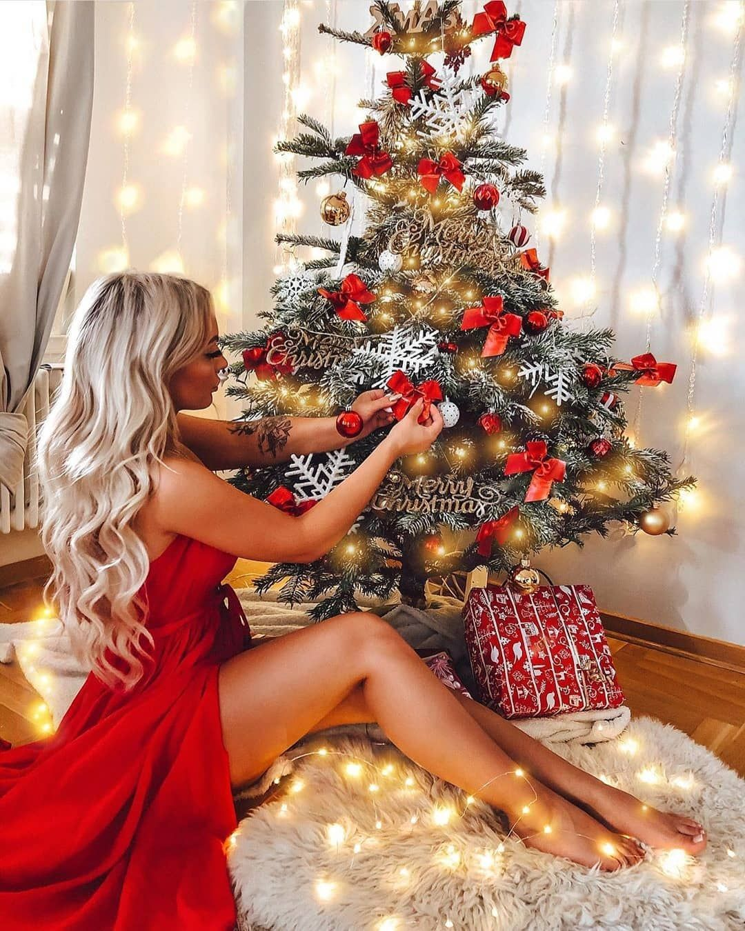 New Style Christmas Lights 2021 8 Things To Do In The Winter Holidays El Style In 2021 Christmas Photoshoot Christmas Tree Pictures Christmas Girl