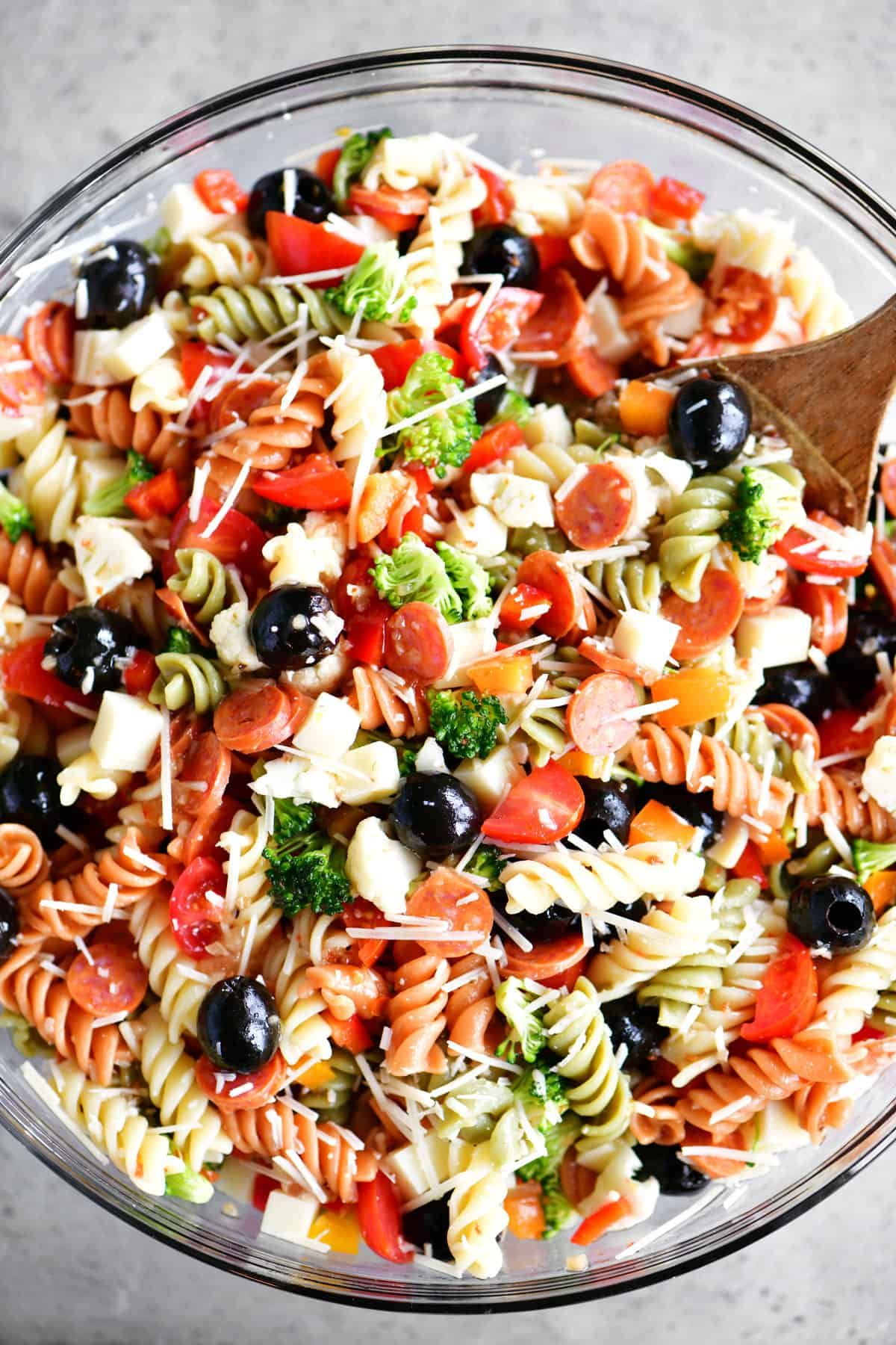 Italian Pasta Salad Is An Easy Flavorful Side Dish With Veggies Pepperoni Cheese And Italian Dressing Pasta Salad Italian Pasta Salad Spaghetti Pasta Salad