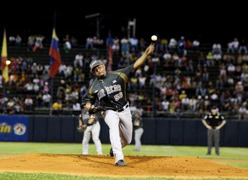 Los Leones del Caracas, las Águilas del Zulia y los Tiburones de La Guaira se clasificaron a las semifinales en el béisbol profesional venezolano, cuando restan apenas tres jornadas para que culmine la ronda regular.