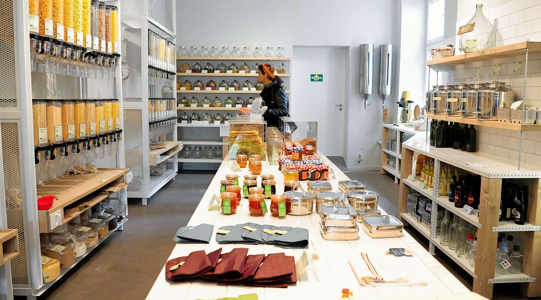 Original Unverpackt German For Genuinely Unpackaged Is The First Supermarket In Berlin Which Focuses On The Sale Of Loose Prod Idee Deco Maison Rayonnage