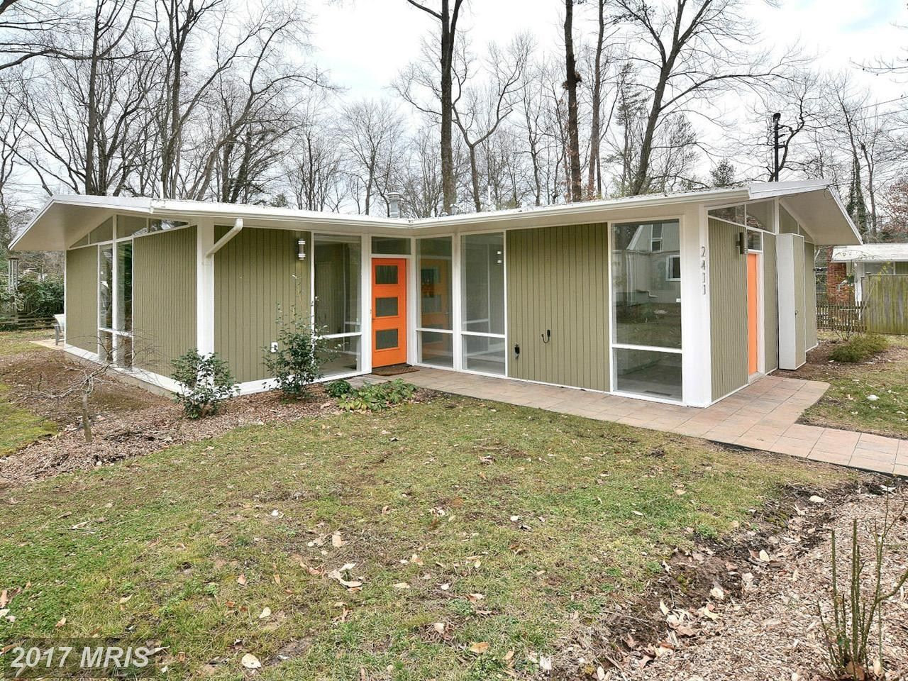 Www Mrishomes Com Homes For Sale 2411 Brentwood Pl Alexandria Va 22306 196012779 Mid Century Modern House Mid Century House Home Exterior Makeover