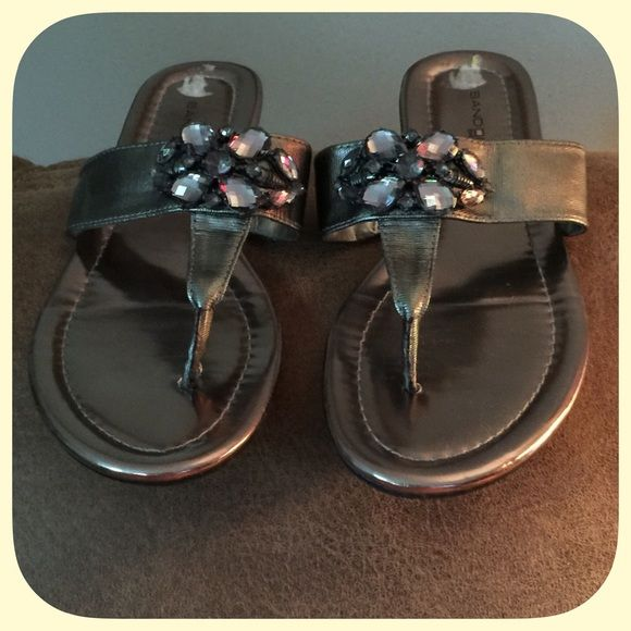 Sparkling Bandolino BoFlexible Gold Jeweled Sandal These are super pretty and very comfortable! In fairly new condition! I only worry these a few time! Bandolino Shoes Sandals