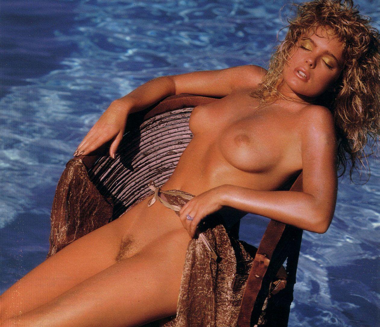 Erika eleniak naked photos