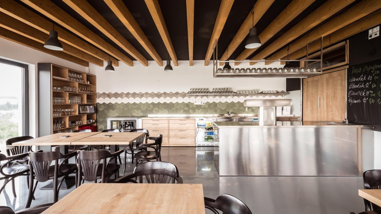Prirodzený interiér pivárne pri pálenici, Stará Turá | RULES architekti