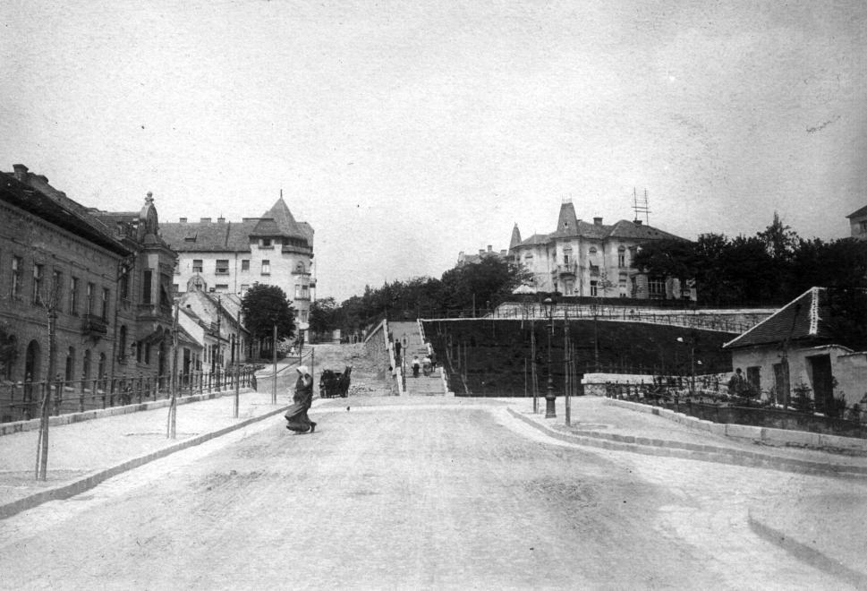 Margit utca, jobbra a Mecset utca torkolata, 1910.  SZABÓ LÓRÁNT/FORTEPAN