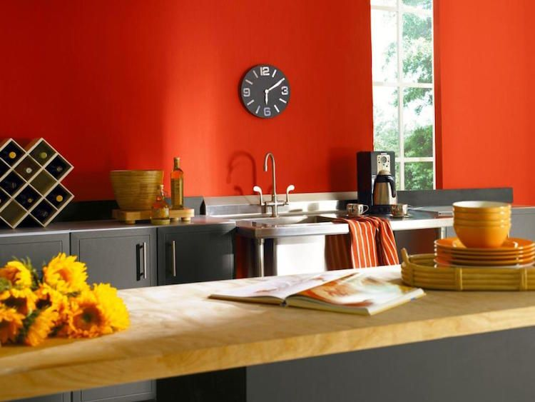 peinture-salon-chambre-cuisine-murs-rouge-écarlate-armoires-cuisine - Photo Cuisine Rouge Et Grise