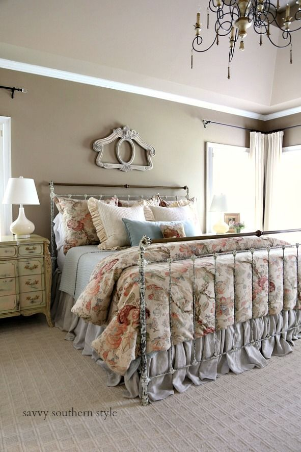 southern home decor #homedecor Savvy Southern Style : The New Brass Bed Reveal #brassbed #ironbed #metalbed #masterbedroom #neutral #fall #frenchcountry #potterybarn
