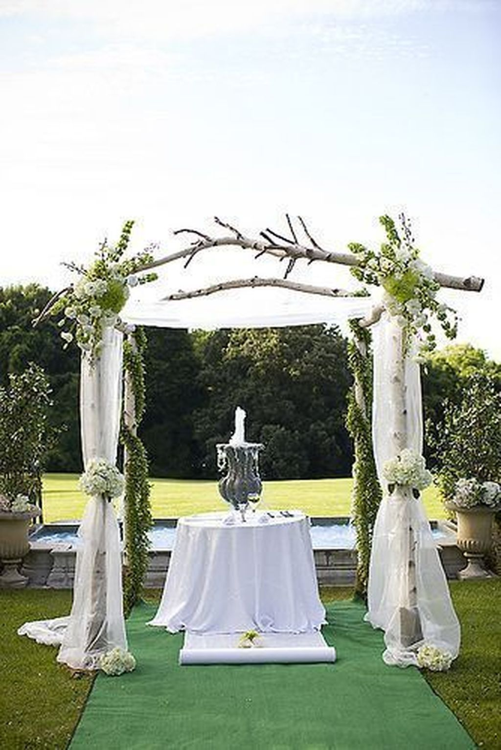 33 Classy Outdoor Wedding Arches Ideas For Spring Wedding Trellis Wedding Chuppah Wedding Arbors