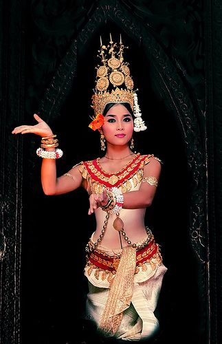 Robam Tep Apsara រប ទ ពអប សរ Lit Dance Of The