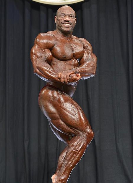 American Bodybuilder Dexter Jackson Who Last Won Ifbb Mr Olympia Title In 2008 Dexter Jackson Body Builder Ifbb