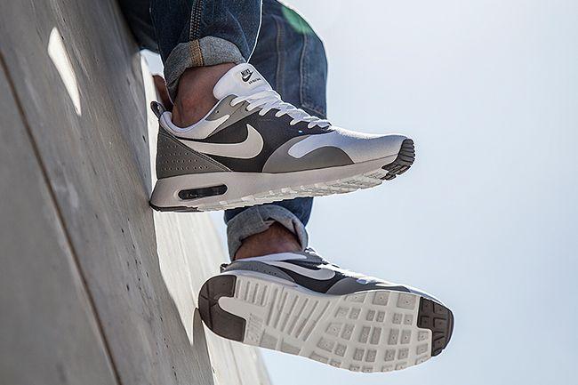 the latest b8735 64e65 Sneaker Central - NIKE AIR MAX TAVAS - Foot Locker
