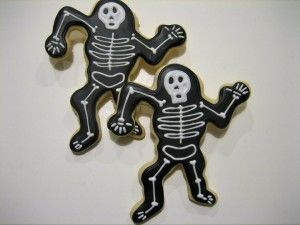 Love the skeletons...that's a lot of black icing though ;)