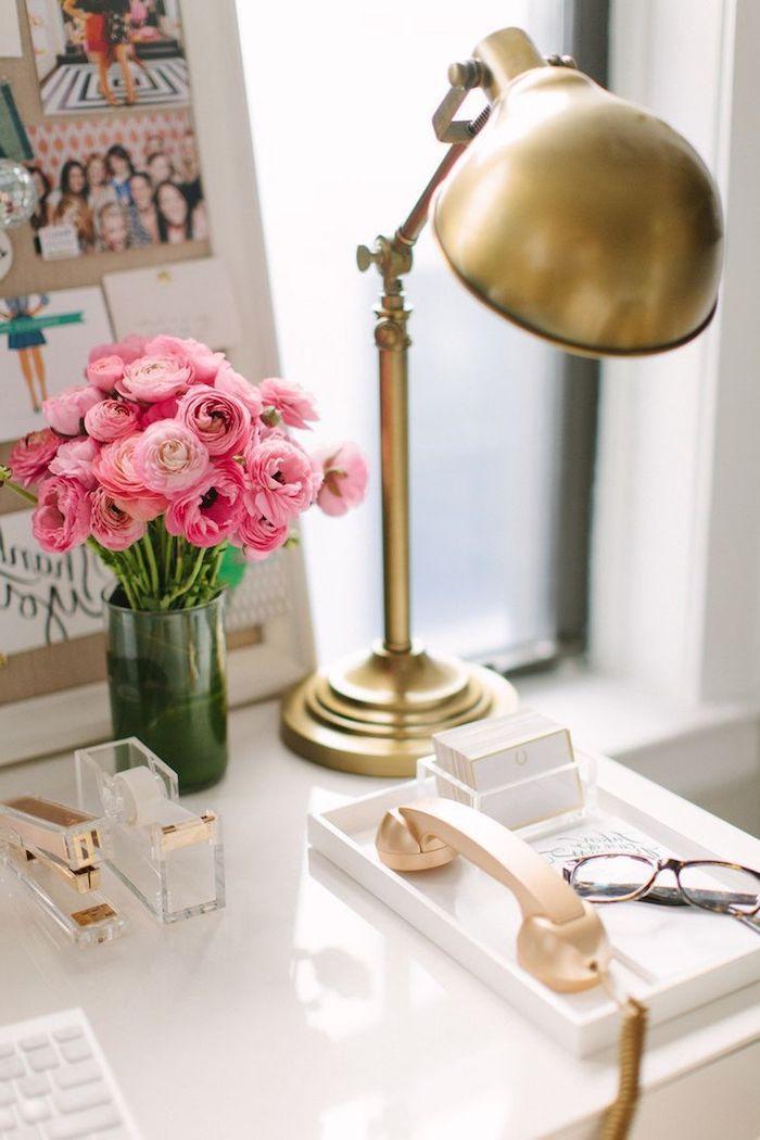 1001 id es piquer pour d corer son bureau au travail bureau peint fleurs roses et. Black Bedroom Furniture Sets. Home Design Ideas