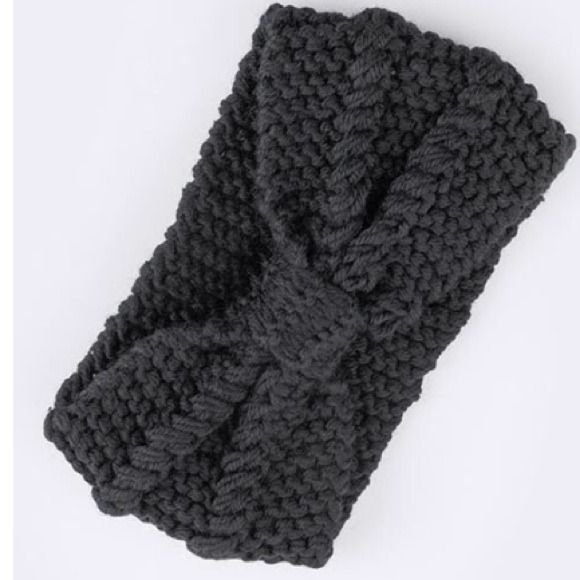 """Bow knit headwrap Black wide bow knit headwrap. Approx 5"""" diameter. 100% acrylic. One size. Stretchable. Brittany Lynn Collections  Accessories Hair Accessories"""