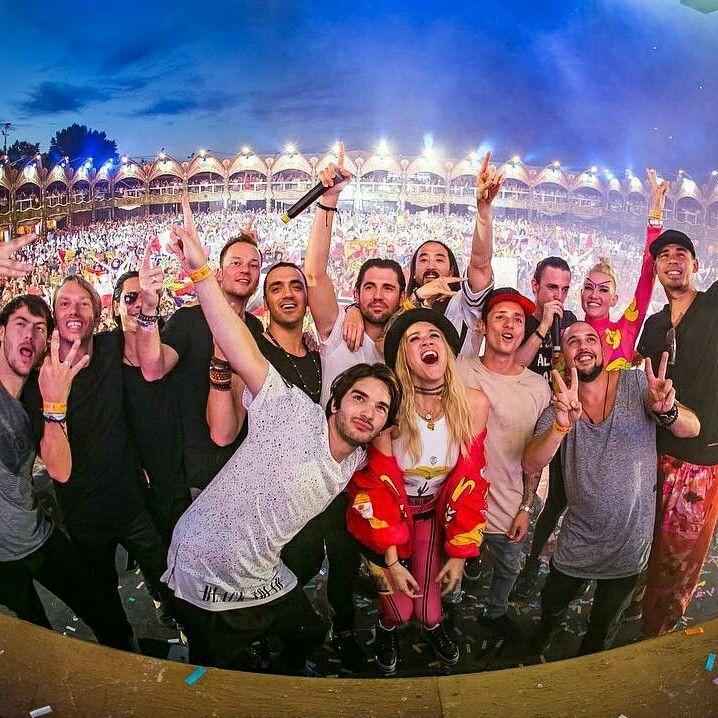 @Regrann from @yves_v  -  Tomorrowland family #smashthehouse (📸 @philippewuyts) #Regrann