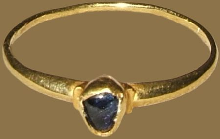 MEDIEVAL GEMSTONE RING England,13th-14th century gold and sapphire Weight 1.4 gr; circumference 56 mm; US size 7 ¾; UK size P ½