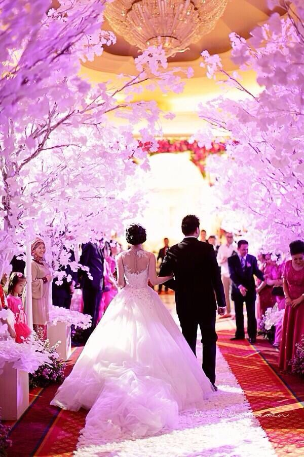 Beautiful wedding entrance!   Homes   Pinterest