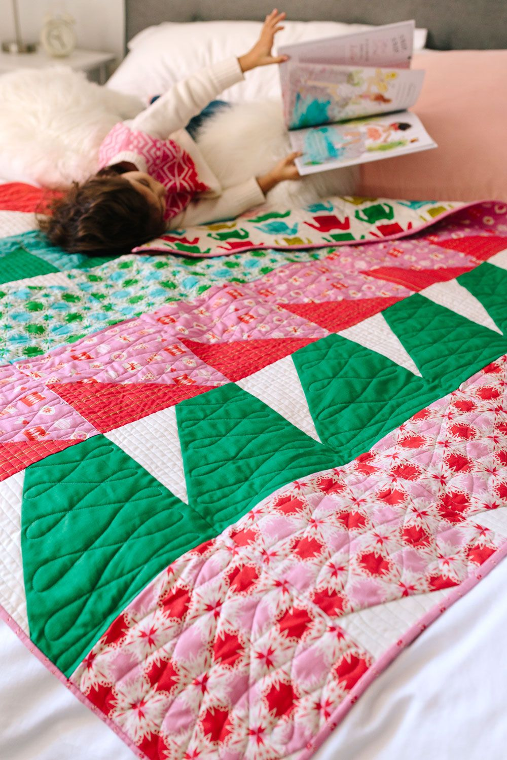 A Fast Finish Holiday Quilt: Christmas Bayside | Baby quilt size ...