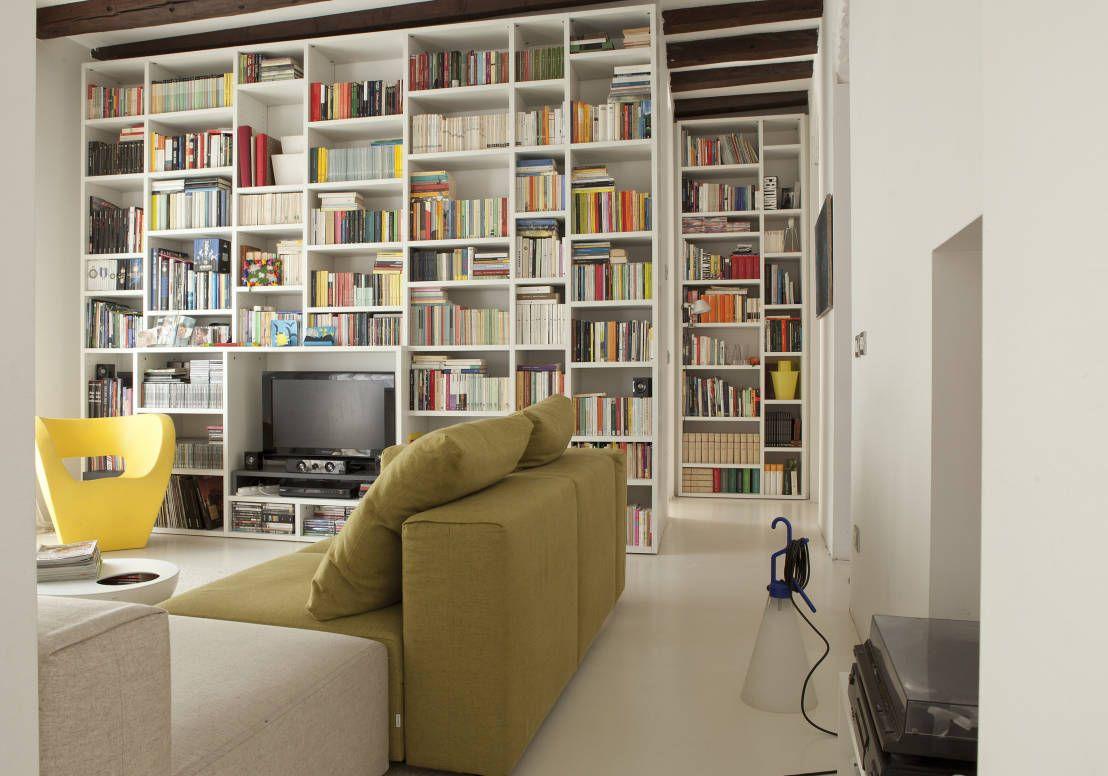 Ein Wohntraum Auf 75 Qm. Moderne WohnzimmerBibliothek WohnenLoungesWohnungenFamilienModernBücherInnenräume
