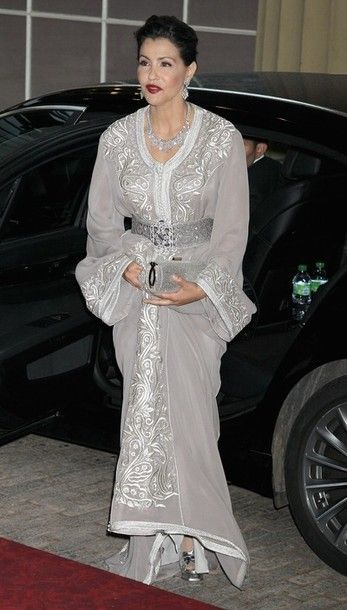 d55a50d77031 Princess Lalla Meryem in a dove grey and silver caftan at the sovereign s  dinner to celebrate the Queen s Diamond Jubilee.