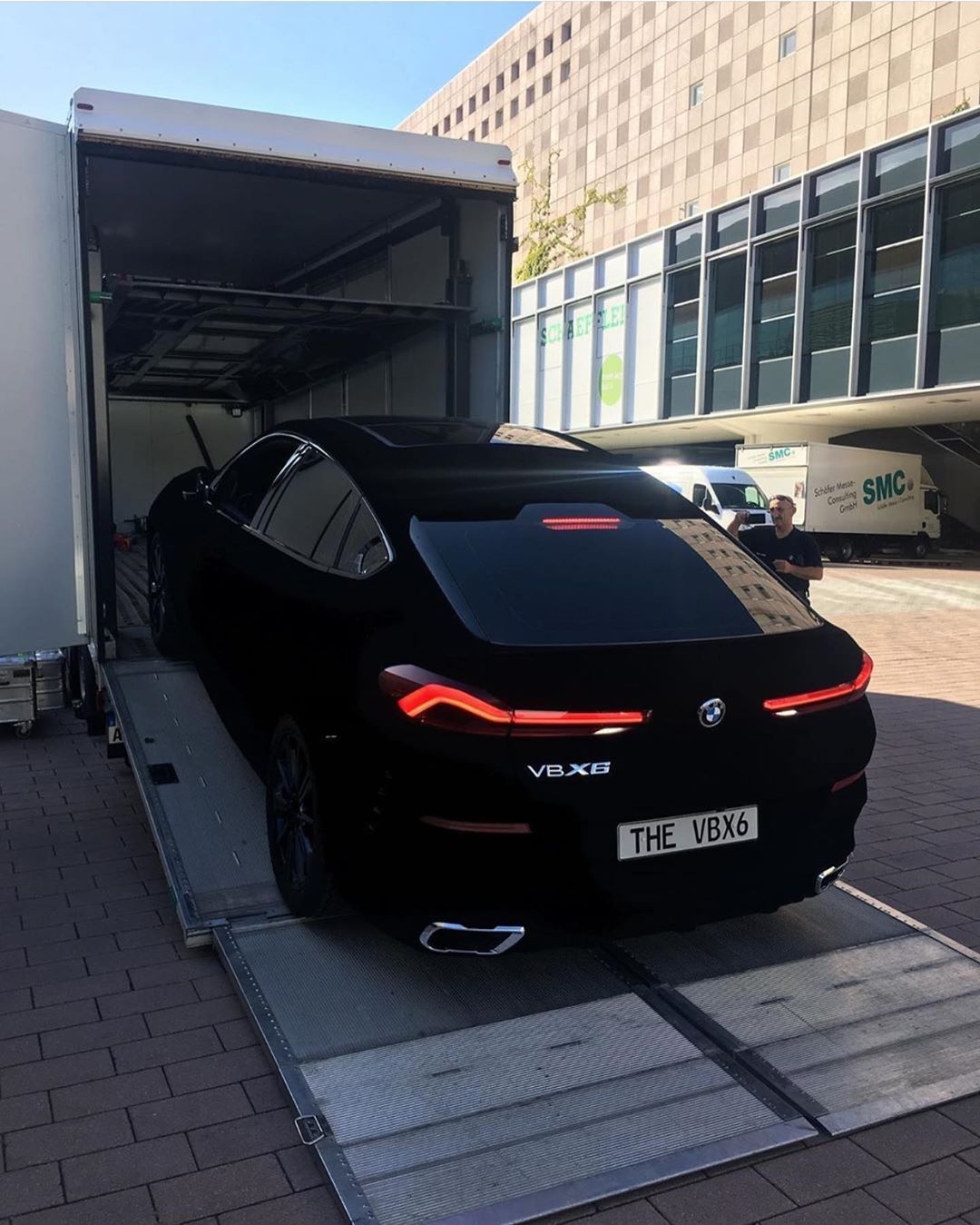 The New Bmw X6 Coated In Vantablack The World S Darkest Material It Absorbs 99 96 Of Visible Light Bmw X6 Bugatti Cars Luxury Cars Range Rover