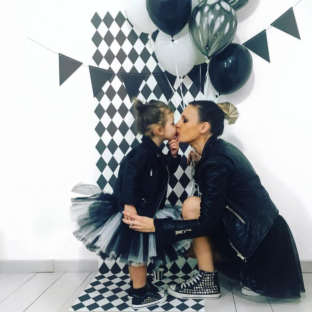 Black&white party with geometric pattern from Pixers styled by @audrey.lilarose https://www.instagram.com/p/BRyoxPKjNWh/?taken-by=audrey.lilarose
