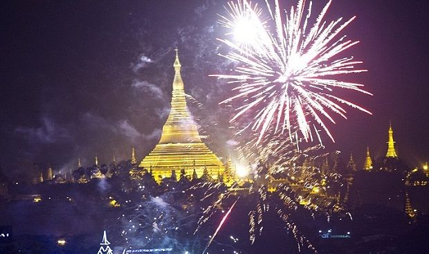 Top Places For 2017 New Years Eve In Southeast Asia Asia Holiday New Year Fireworks Celebration Around The World Fireworks Display