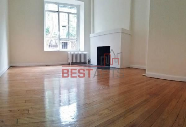 Absolutely Beautiful Space 1 Bedroom That Could Be Easily Be Converted To A 2 Bedroom Flawless Hardwo New York City Apartment Nyc Apartment Greenwich Village