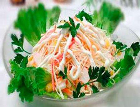 Салат из крабовых палочек, рецепт салата с крабовыми ...