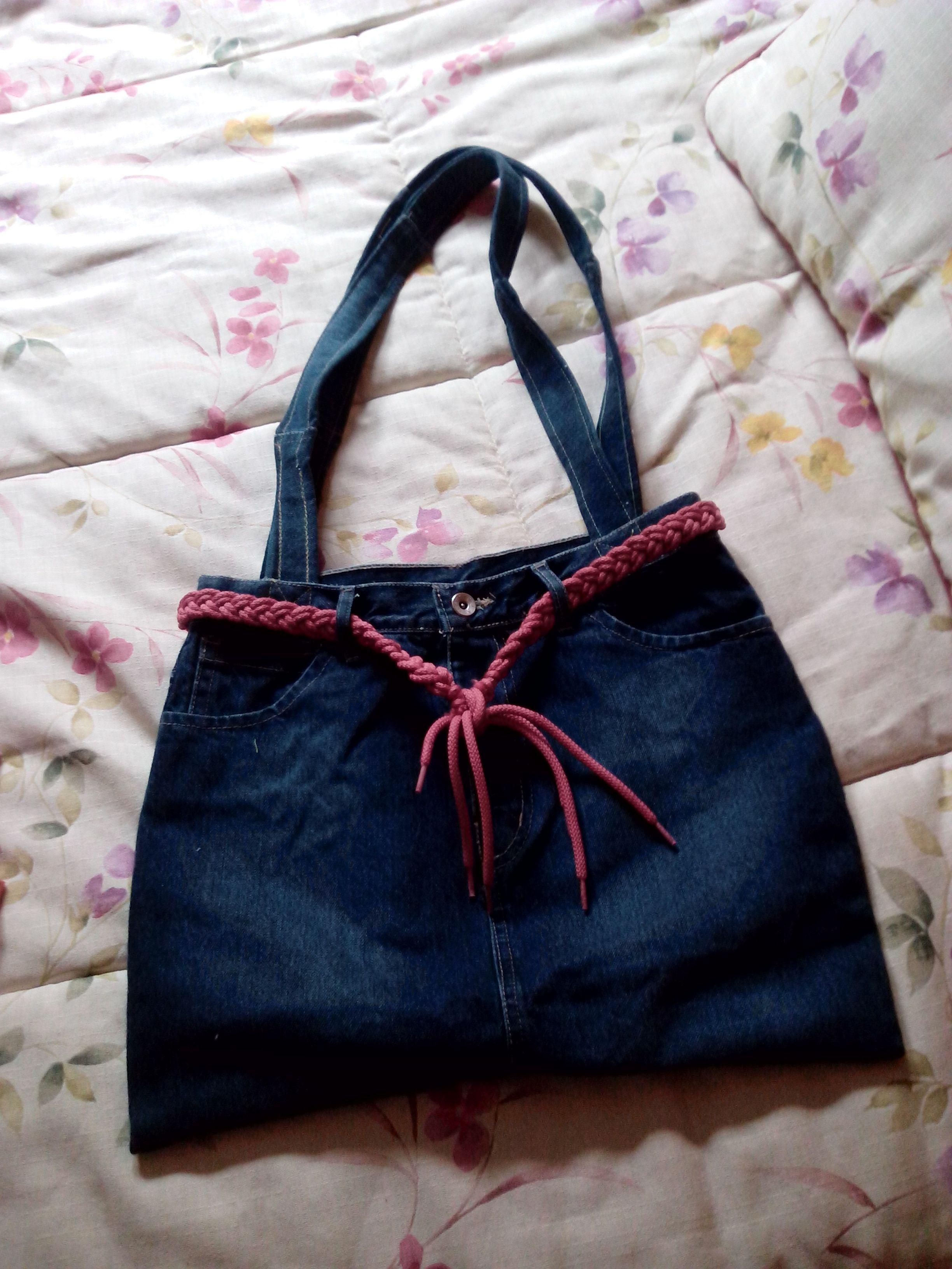 3f503d8d37b6 Bolso hecho de una falda vaquera reciclada   Costura   Costura ...