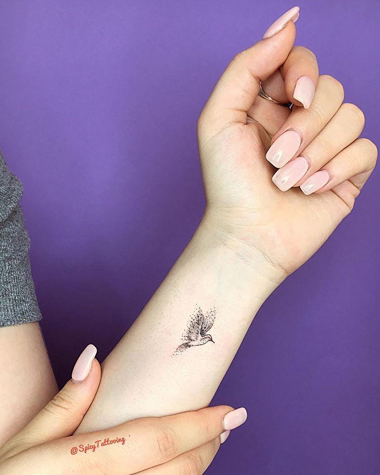 Малышка с татуировками